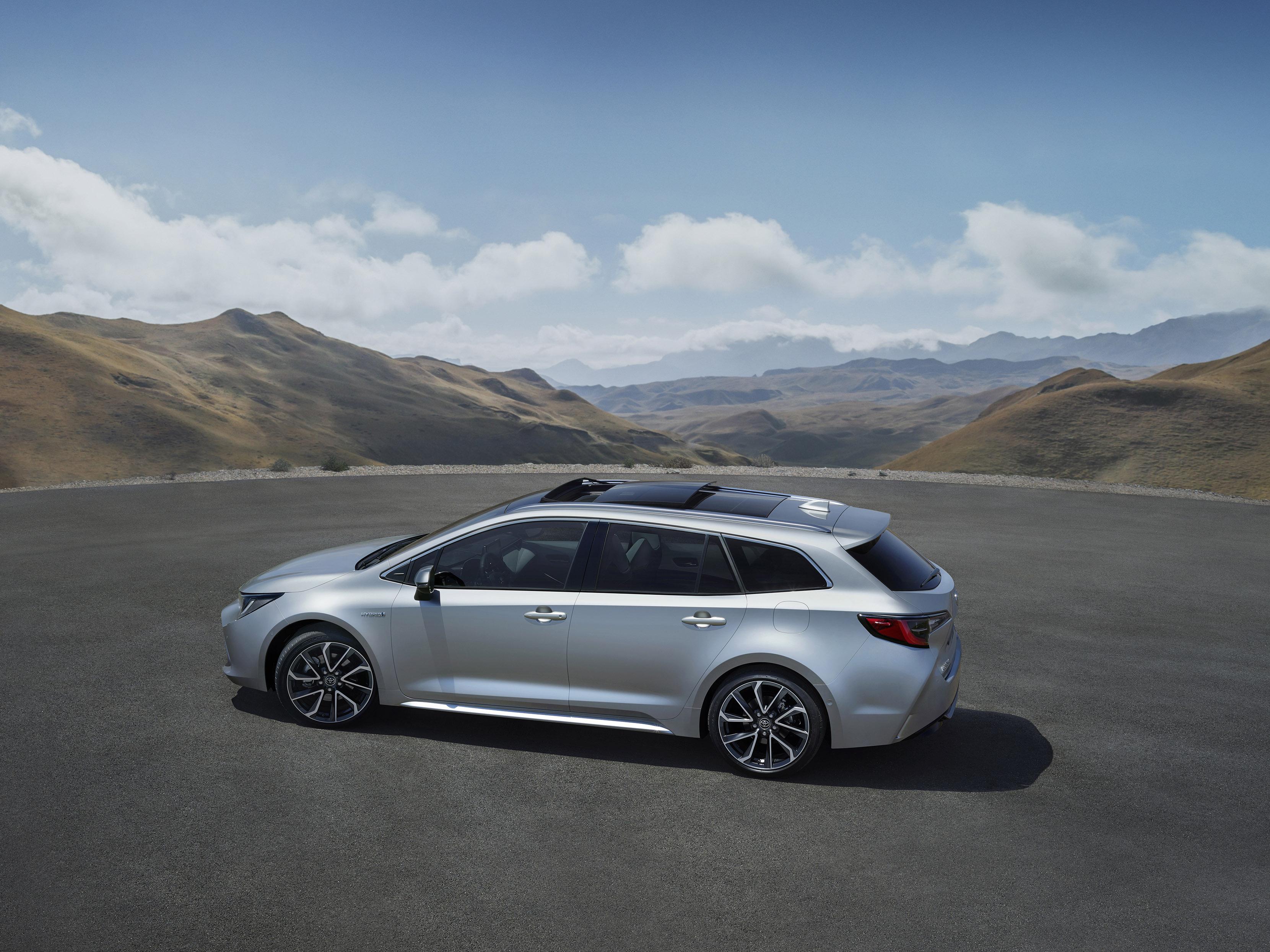 Toyota-Corolla-Touring-Sports zijkant