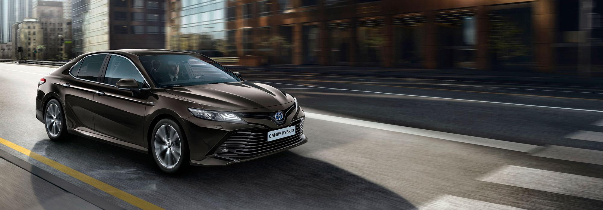 Nieuwe-Toyota-Camry rijden