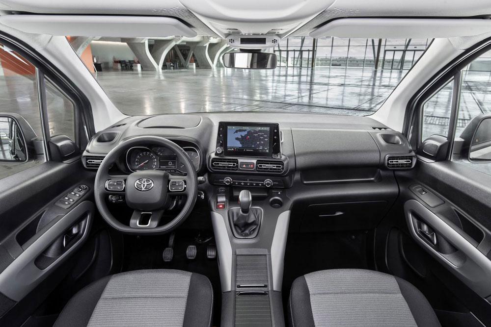 Toyota-PROACE-CITY-VERSO-binnenkant