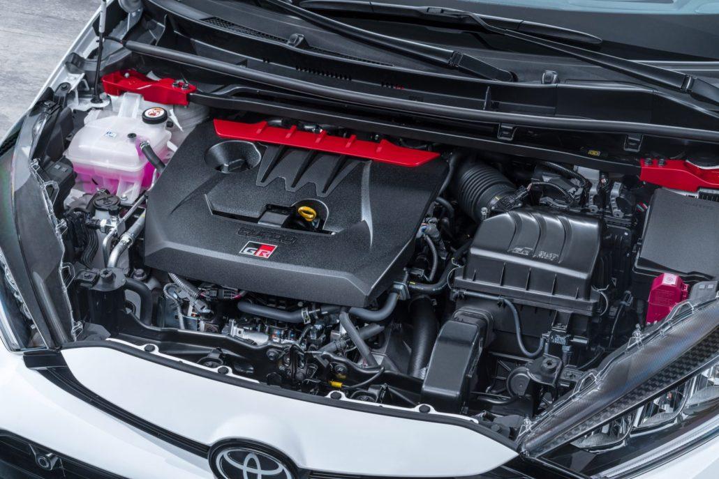 High-performance-Toyota-GR-Yaris-motorruimte