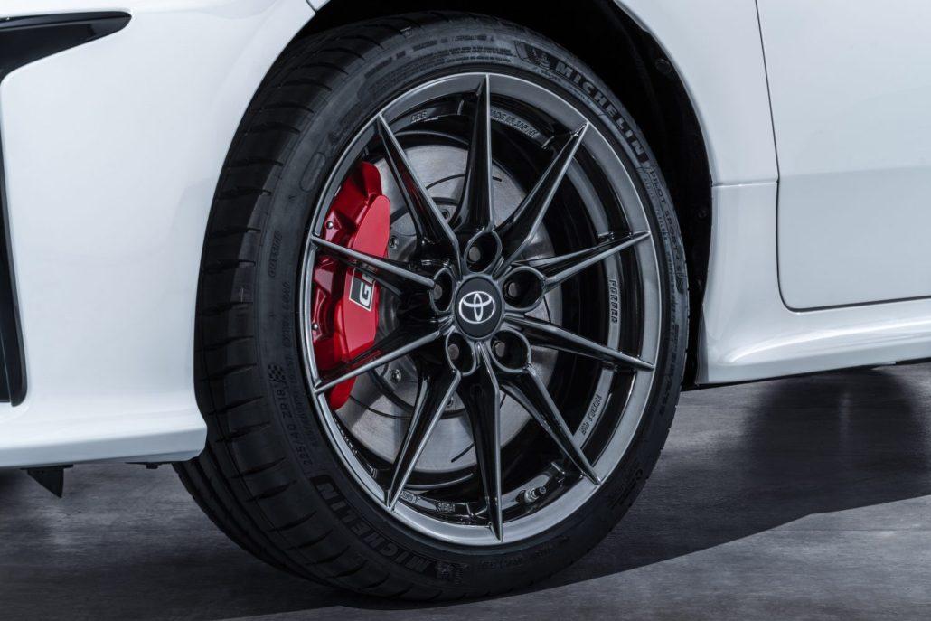 Wielen van de High-performance-Toyota-GR-Yaris-Ramaker