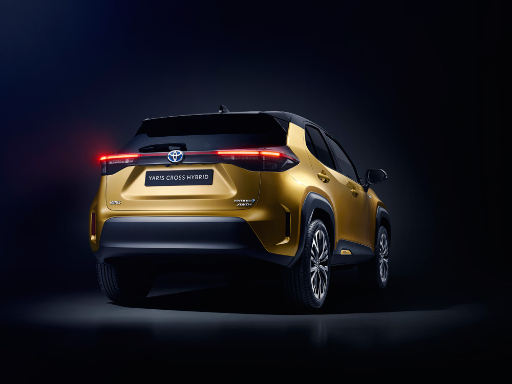 Toyota-onthult-gloednieuwe-Yaris-Cross-de-achterkant