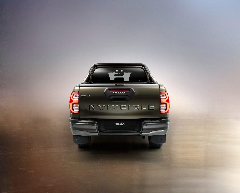 Toyota-Hilux-onoverwinnelijk